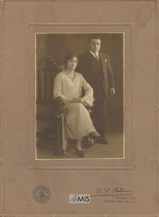Retrato de voda de Delfina Martínez Barros e Luis Martínez Núñez