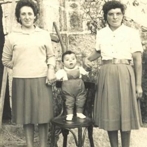 Lola e Erundina Domínguez co seu afillado.
