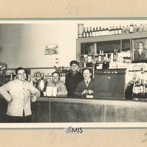 Guillermo Sousa Besada cos seus compañeiros camareiros.