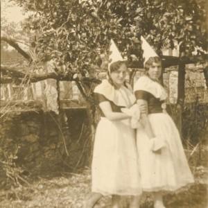 Venancia Rey Fernández e Erunda Pérez disfrazadas