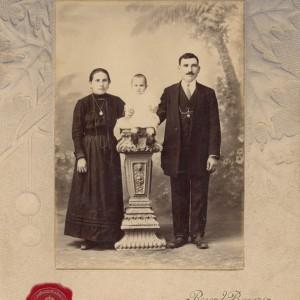 Retrato de Recordina Martínez, José Sousa e o seu fillo Domingo.
