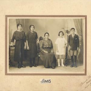 Retrato de parte da familia Besada Márquez.
