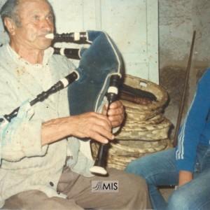 """Manuel Caballero Urceira """"Paratán"""" tocando a gaita"""