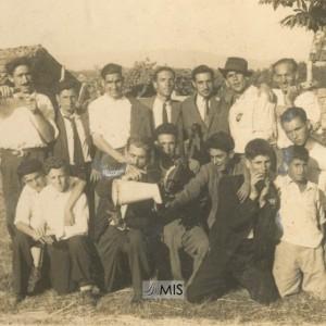 Hermeregildo Veloso Pino e amigos nunha celebración.