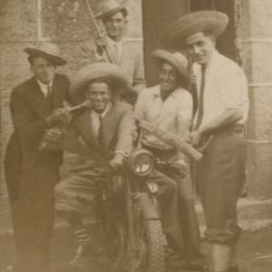 Retrato de 5 mozos nas festas de Petelos (Mos)