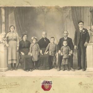 Faustino Juste Domínguez e a súa familia.