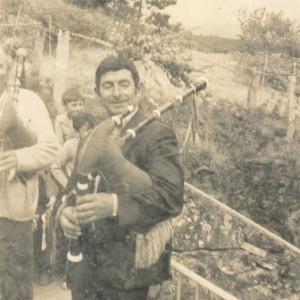Retrato de Salvador Urceira, tocando a gaita.