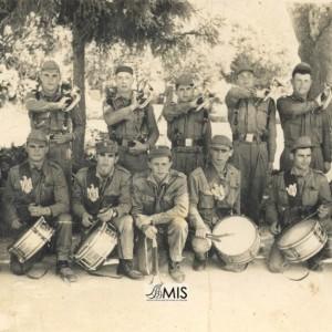Banda de cornetas e tambores no servizo militar