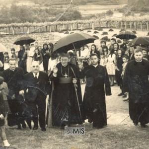 Acto relixioso coa presenza do bispo en Santa María de Salceda