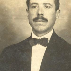 Retrato de Juan Fructuoso Vaqueiro García, socio-fundador da Sociedad Pro Agricultores do Distrito de Salceda en Rio de Janeiro.