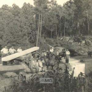 Construíndo a Ponte do Picado entre as parroquias de Entenza e Arantei (1952)
