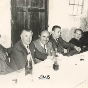 Retrato dun xantar co Alcalde Manuel Barros Fernández e o médico Abundio García.