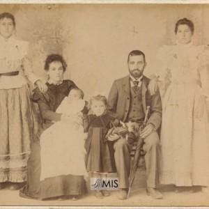 Retrato de familia de Cándido Alonso Fontaíña