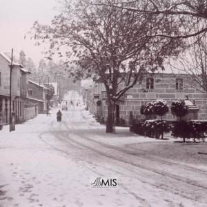 A Esfarrapada baixo a intensa nevada do día das Candelas de 1963.